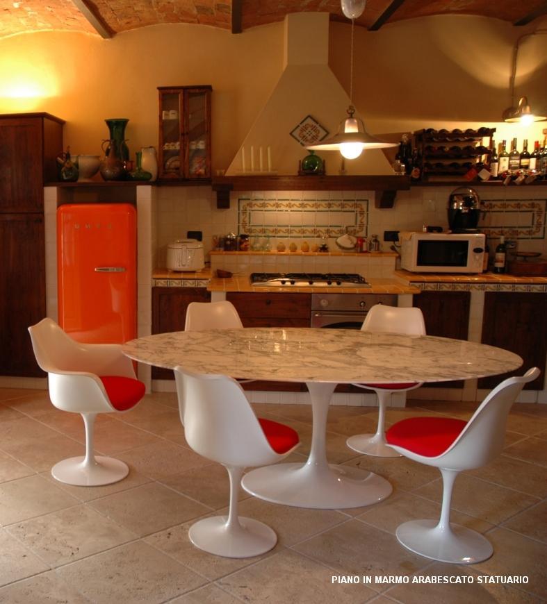 Le uova in tavola - Tavolo tulip ovale marmo ...