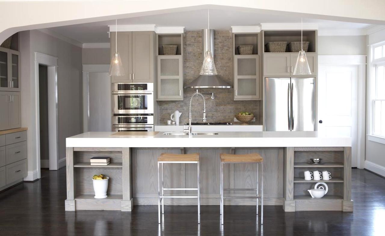Cucina moderna con varie sfumature di grigio