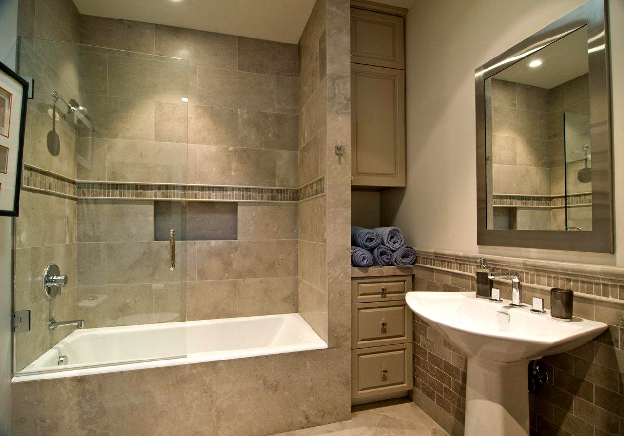 Combo bathtub and shower modern